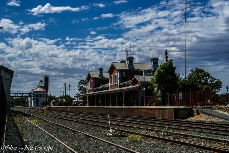 Echuca Railway station on a beautiful day